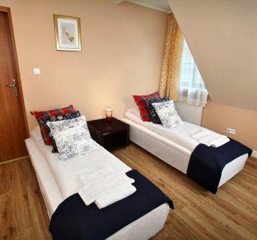 Pokój z 2 pojedynczymi łóżkami