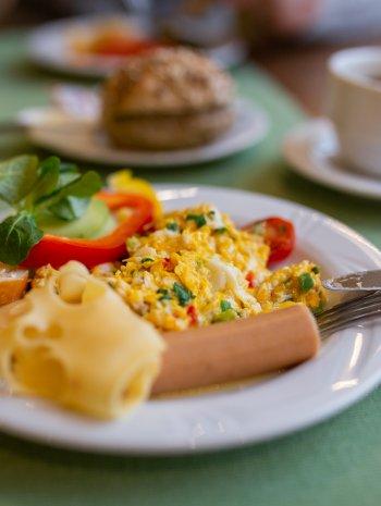 Oferta bezzwrotna ze śniadaniem i obiadokolacją