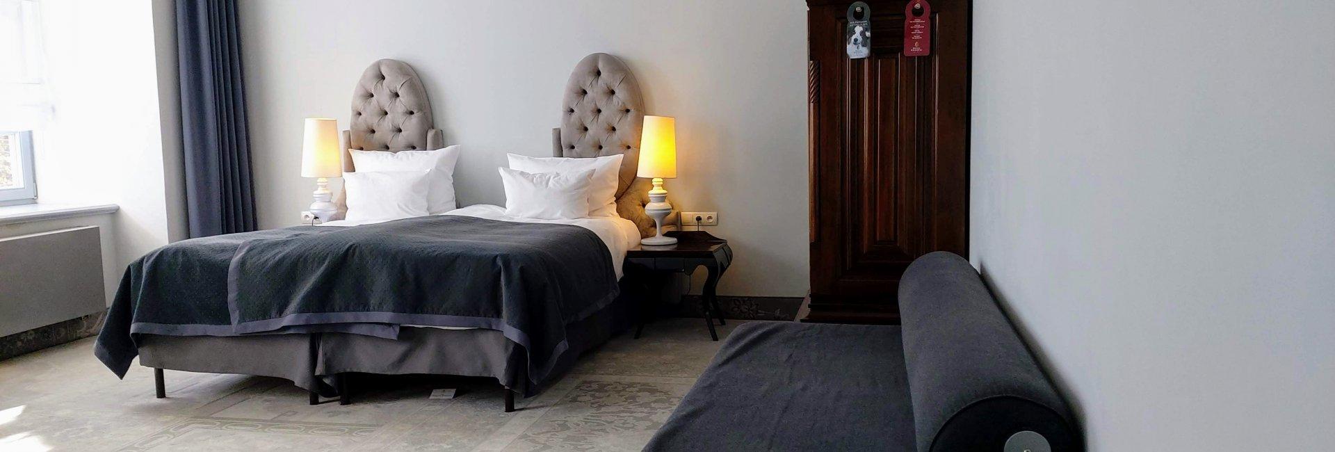 Dwuosobowy barokowy z kanapą