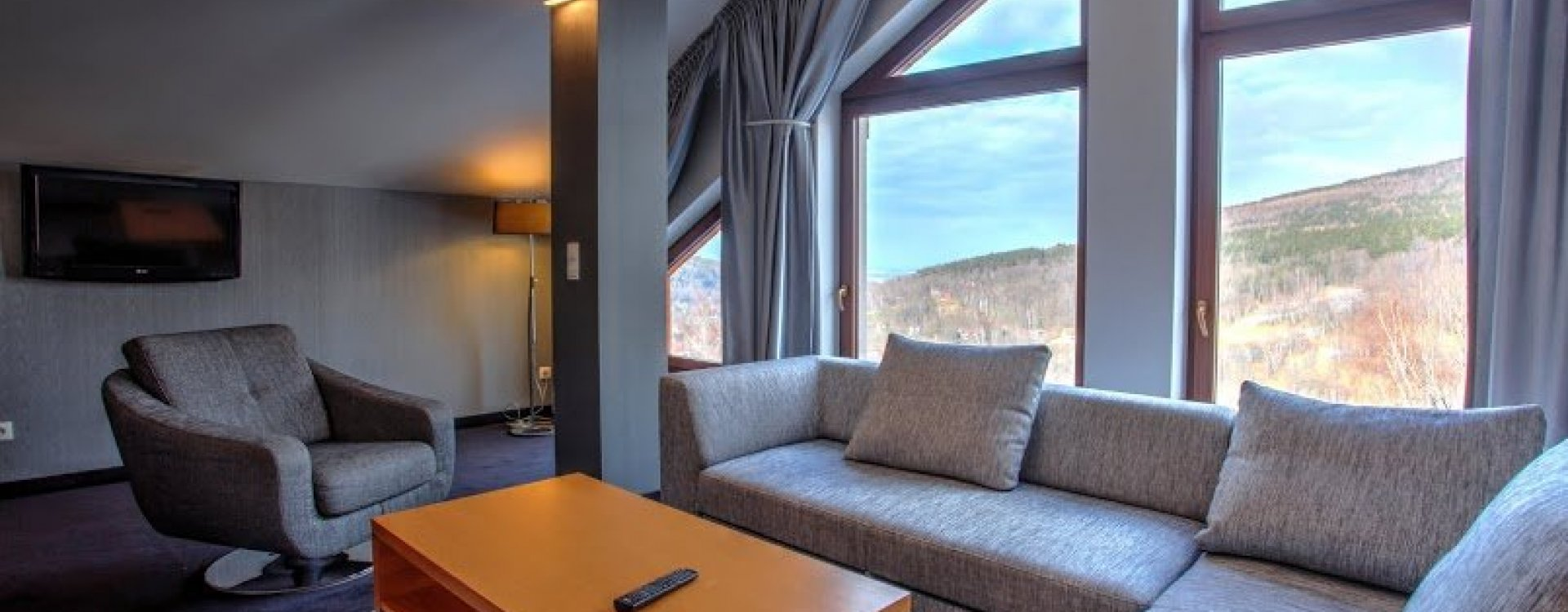 FAMILY LUX WITH A VIEW OF MOUNTAINS 4 *