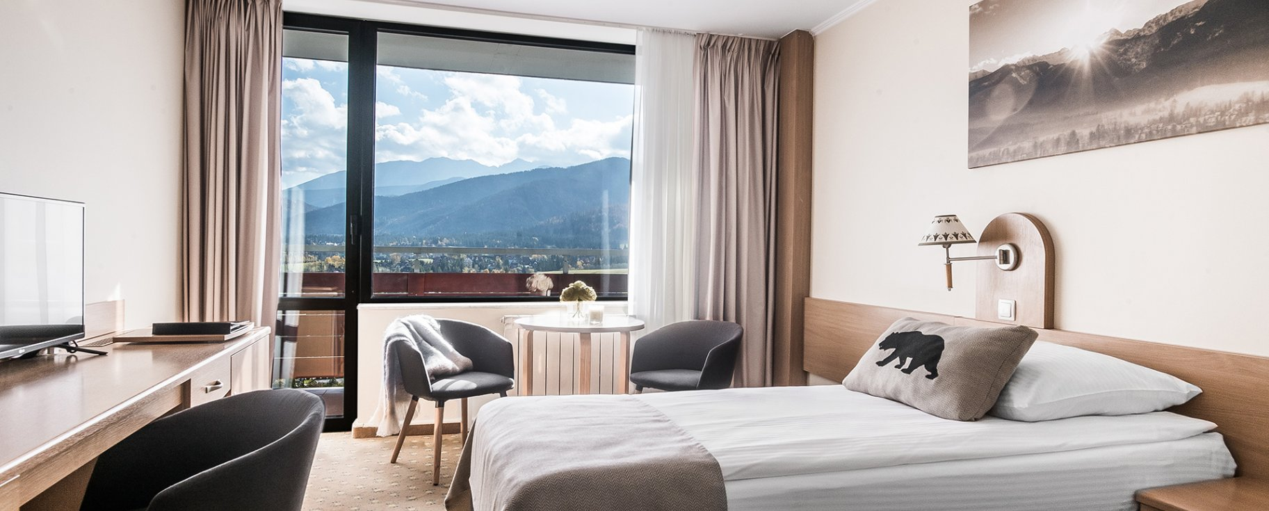 Standard Twin with balcony overlooking the mountains