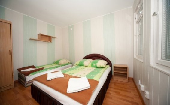 4-persons room in camping chalet resort 'Pod Bukami'