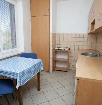Pokoj v bytovém apartmá 4+0