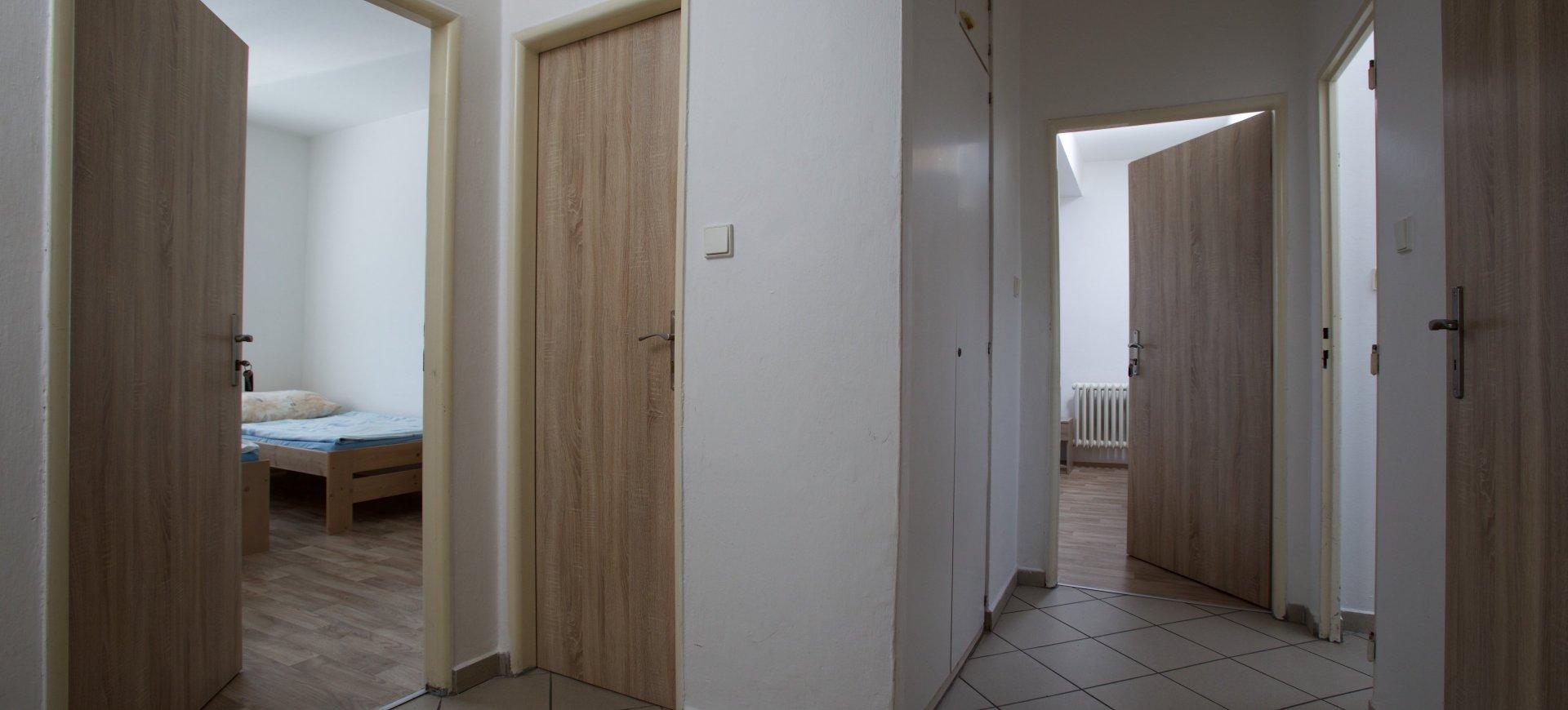 Pokoj v bytovém apartmá 2+0